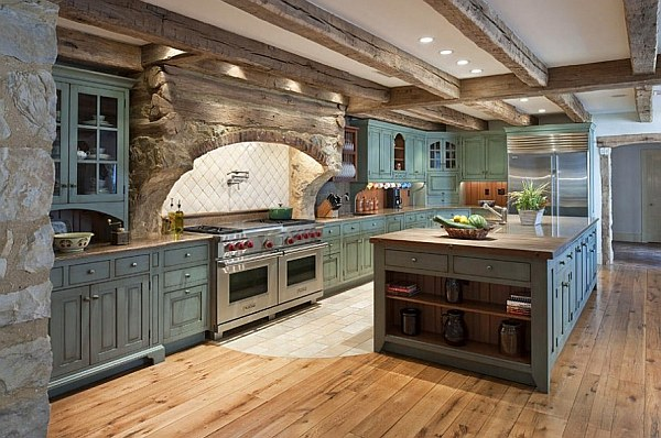 Кухонная обстановка дома по-старинному