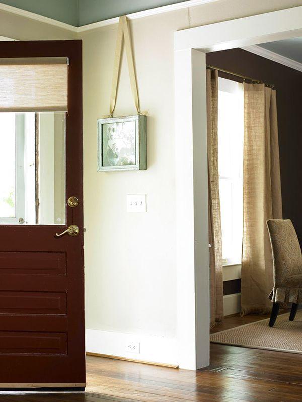 Настенная полка с дверцей в стиле винтаж