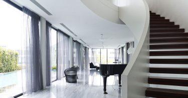 Винтовая лестница в интерьере: варианты расположения и оригинальные идеи декорирования