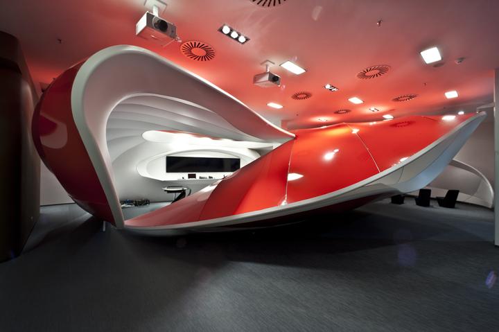 Креативная инсталляция Vodafone Experience Center в Праге