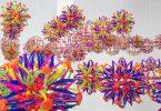 Нильс Фёлькер: минималистская кинетическая инсталляция из детских игрушек