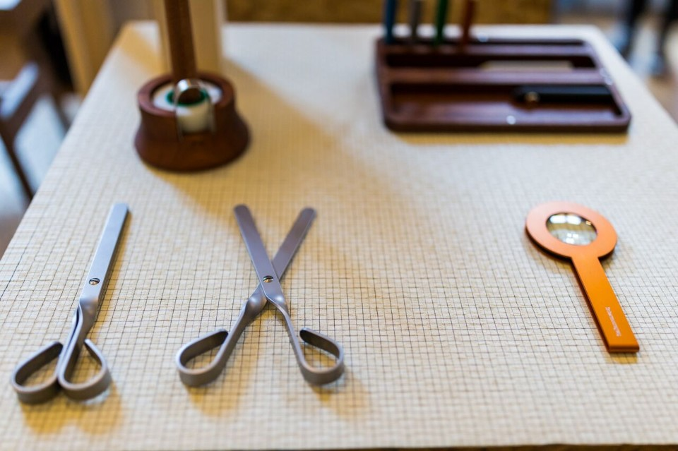 Всемирно известный дизайнер Джулио Йакетти: ножницы и увеличительное стекло