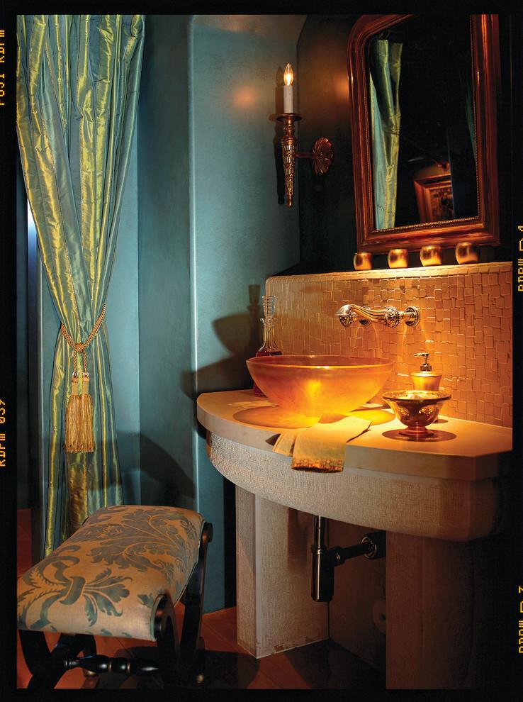 Оранжевая подсветка в ванной