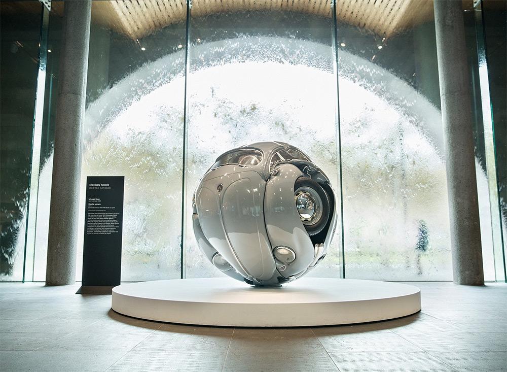 Volkswagen Beetle: сферические и кубические версии от скульптора Ичуана Нура