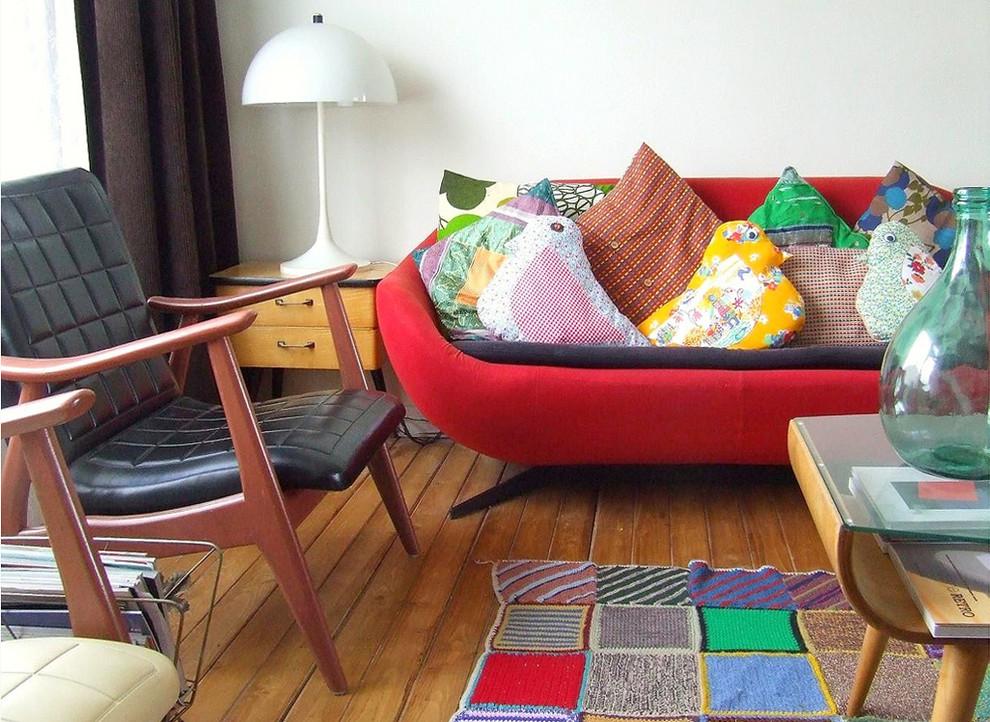 Вязаный текстиль для дома - лоскутный коврик и разноцветные подушки