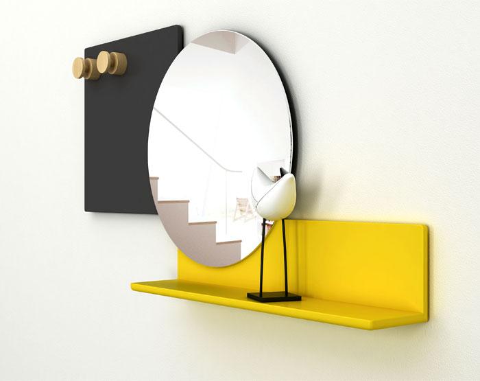 Выставка дизайнерской мебели: круглое зеркало с яркой полкой - Фото 2