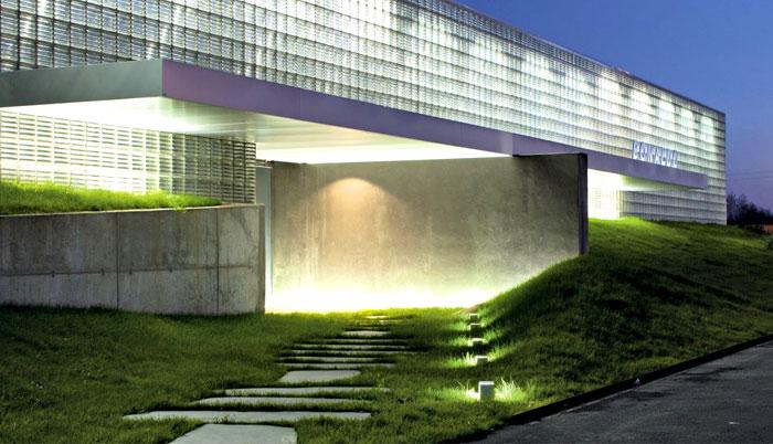 Выставка дизайнерской мебели: фасад здания