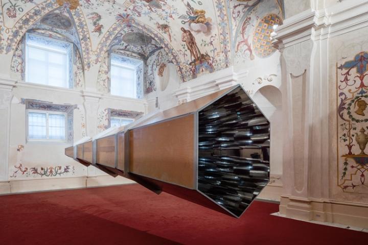 Выставка уникальных работ Ólafur Elíasson в барочном зале Зимнего Дворца
