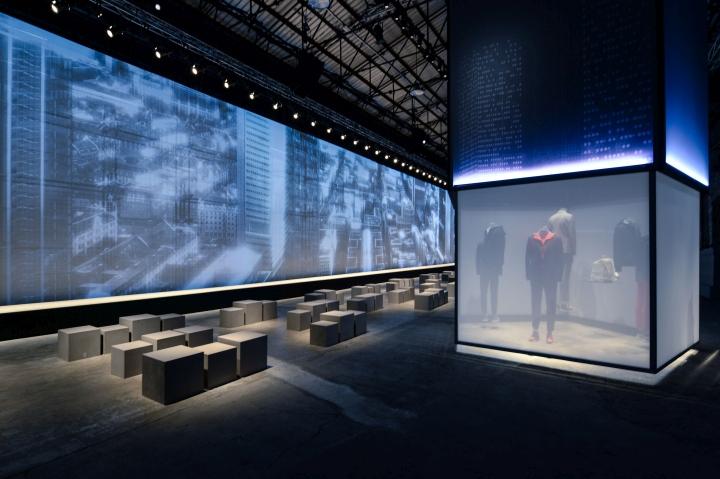 Матовый светящийся куб на выставочной инсталляции от Migliore + Servetto Architects