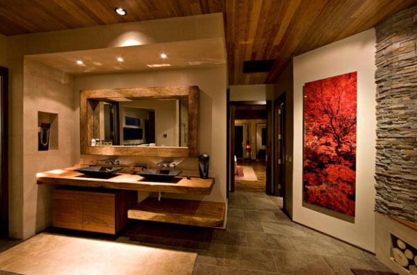 Терракотовая картина в комнате из естественных материалов