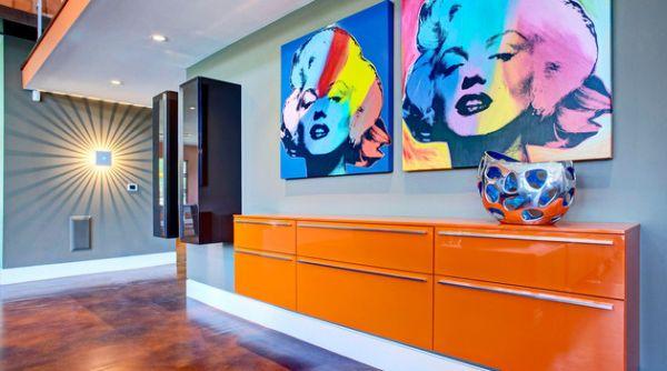 Панно с изображением Мерилин Монро на стене