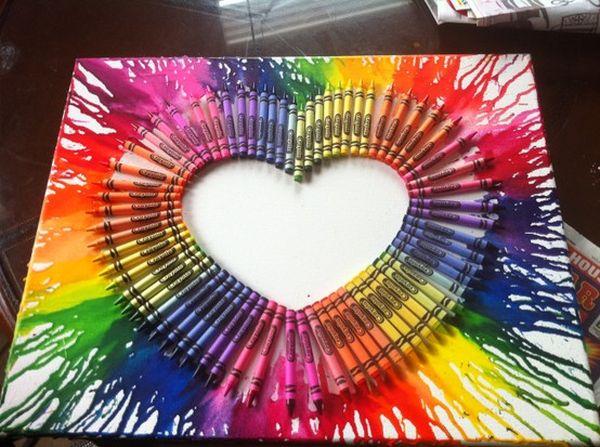 Холст с разноцветными расплывшимися мелками