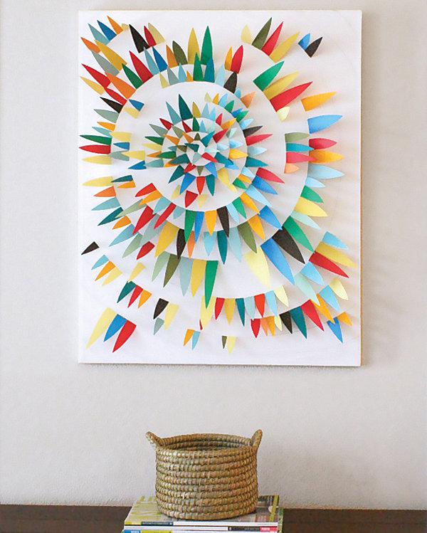 Спиралевидная картина из цветной бумаги