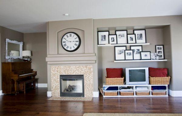 Часы над камином в гостиной