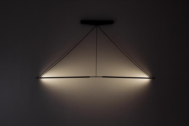 Полумрак, исходящий от лампы