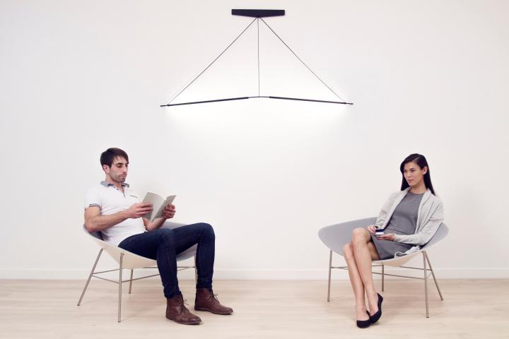 Две неоновых лампы и крепление со шнурами