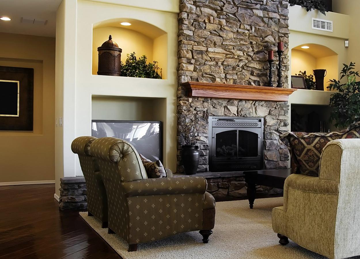 Роскошное оформление стен гостиной зоны