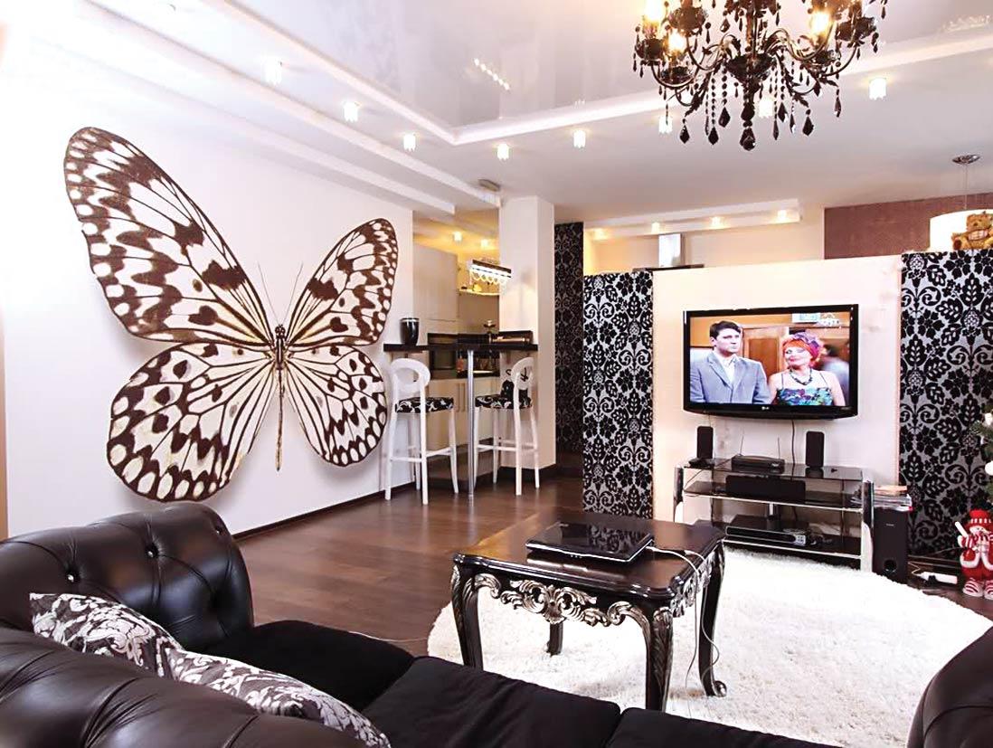 Замечательное оформление стен гостиной зоны