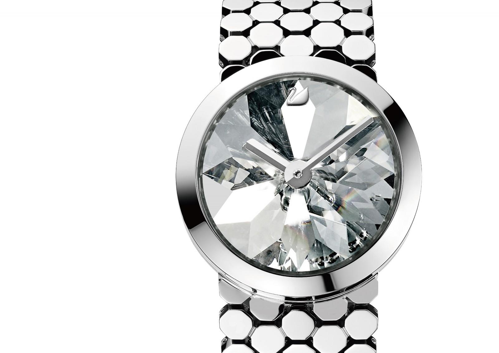 Круглые часы с камнями