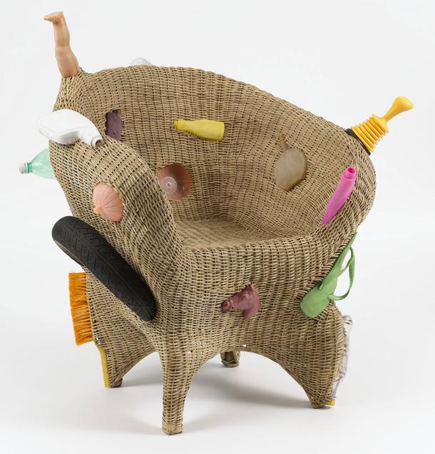 Необычное плетеное кресло TransPlastic