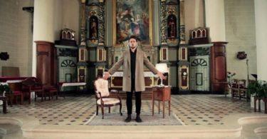 Кадры из музыкального клипа «The Wikisinger»