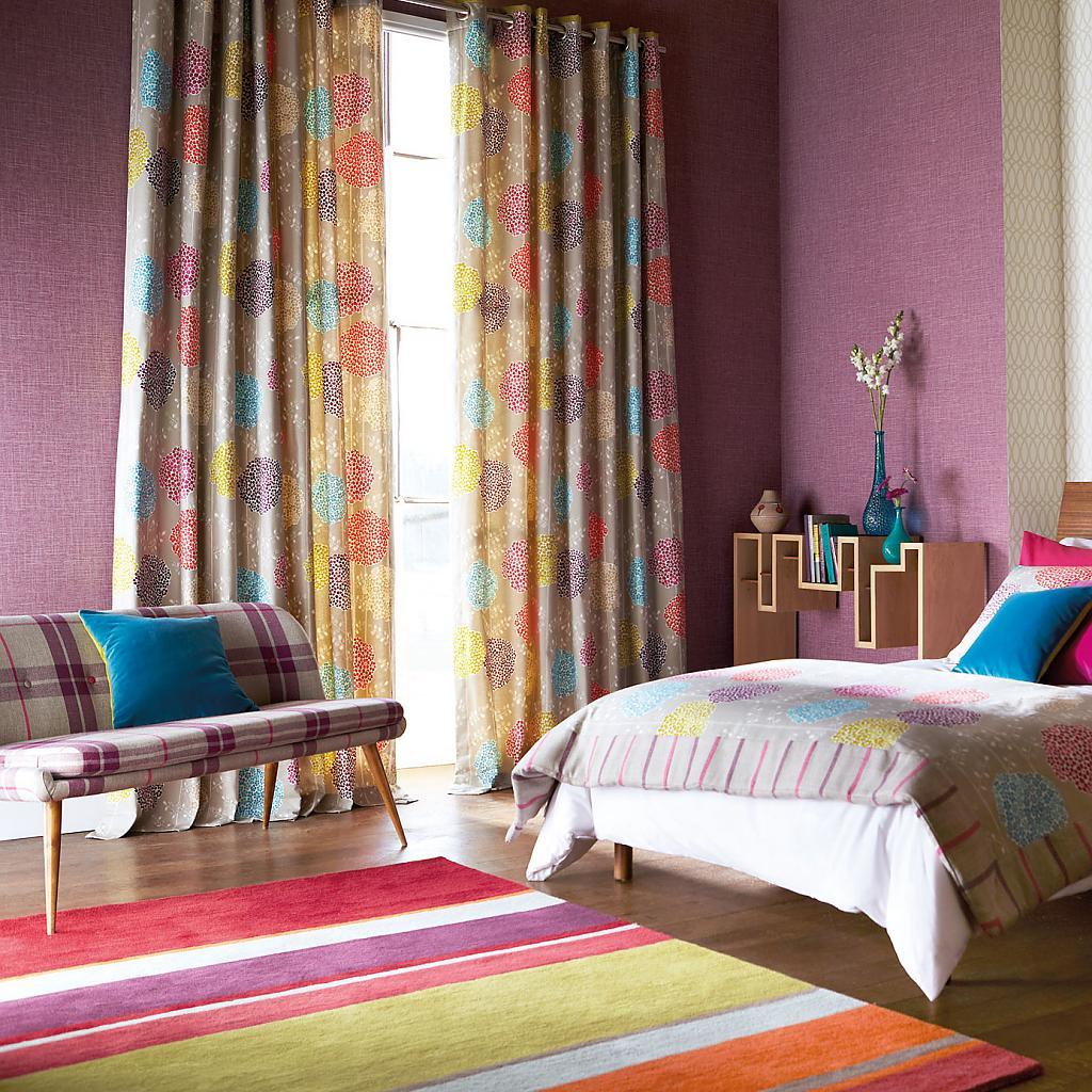 Замечательные шторы в интерьере помещения