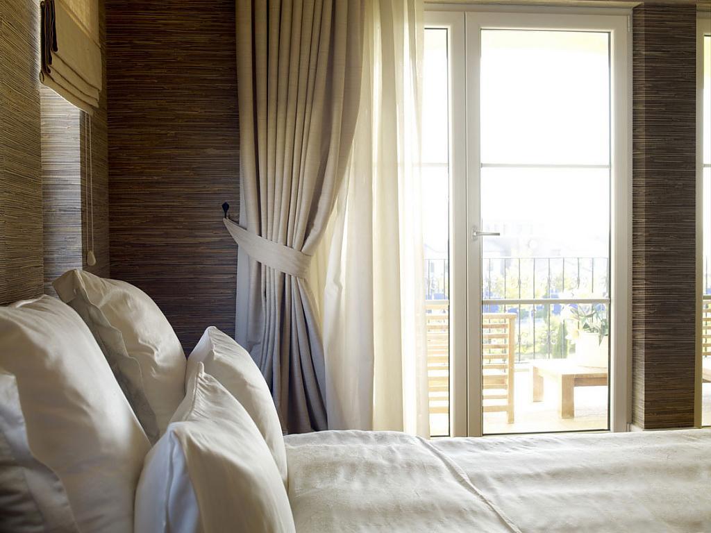 Восхитительные шторы в интерьере помещения