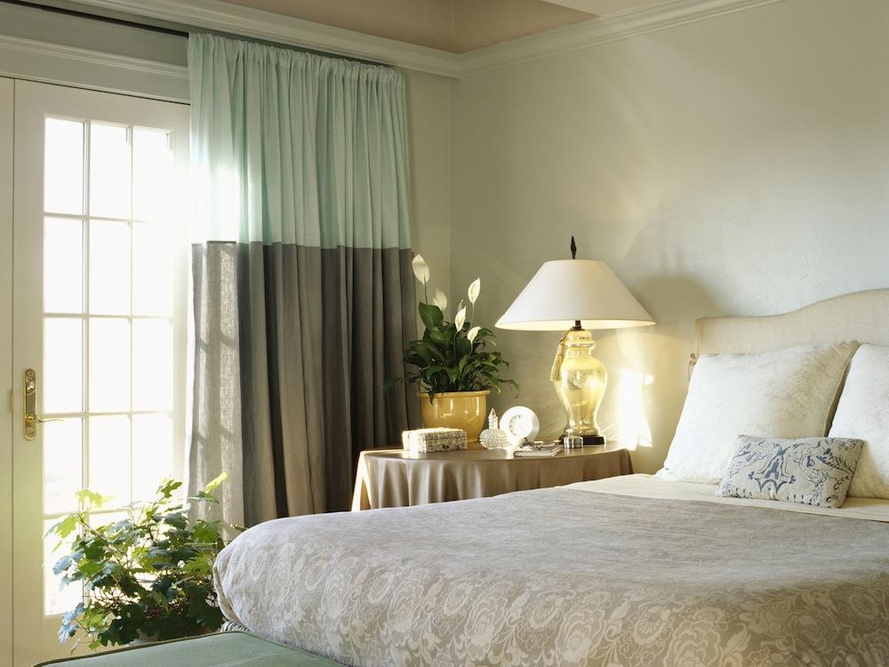 Уникальные шторы в интерьере помещения