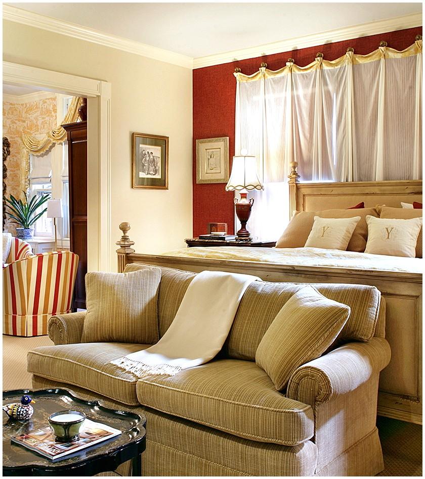 Роскошные шторы в интерьере помещения