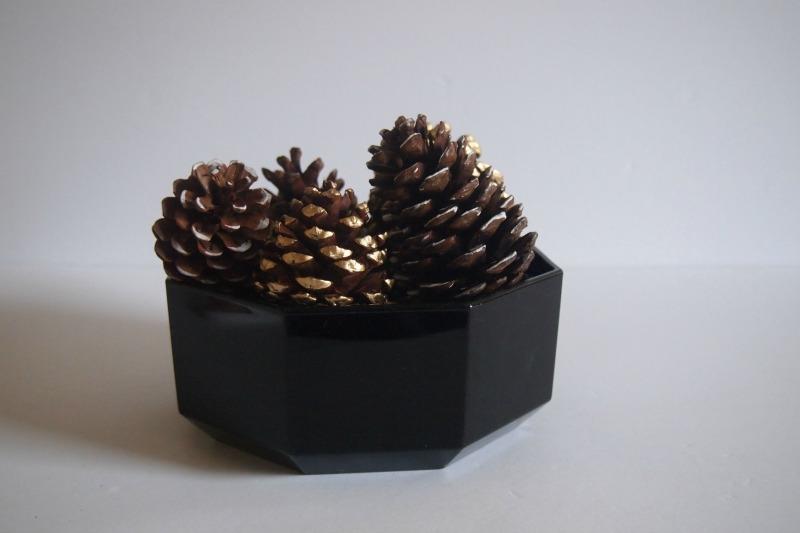 Декор с использованием сосновых шишек