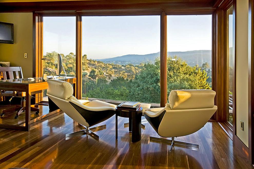 Панорамный вид из домашнего офиса