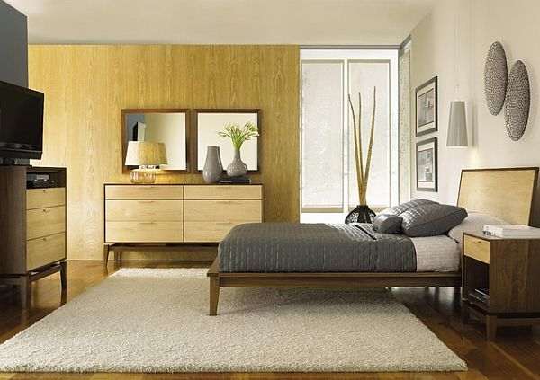 Уютная спальня с кленовой тумбой под телевизор и комодом