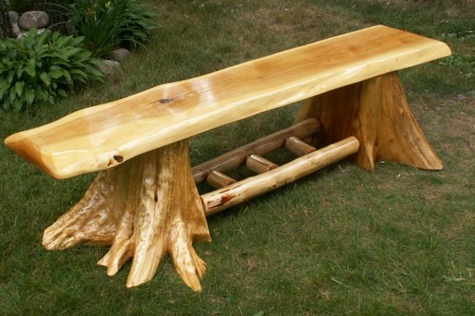 Скамейки из бревна из дерева