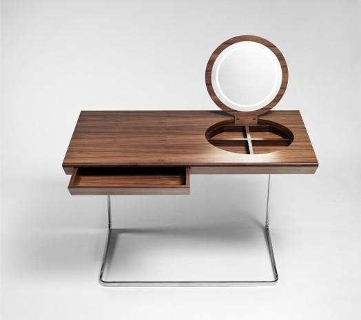 Красивый столик для ванной комнаты