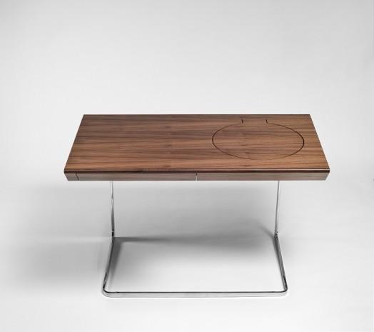 Чудесный деревянный столик с зеркалом