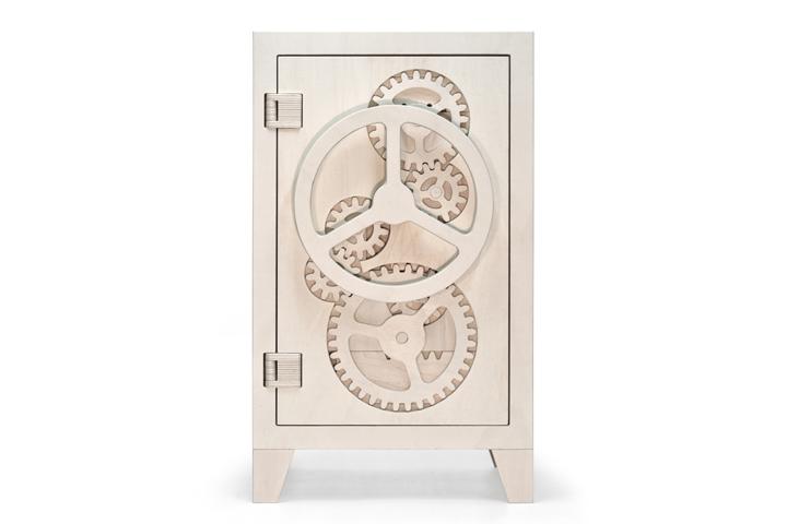 Красивый деревянный сейф