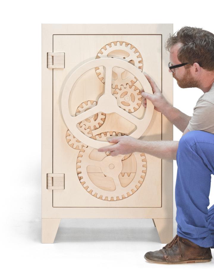 Необычный деревянный сейф