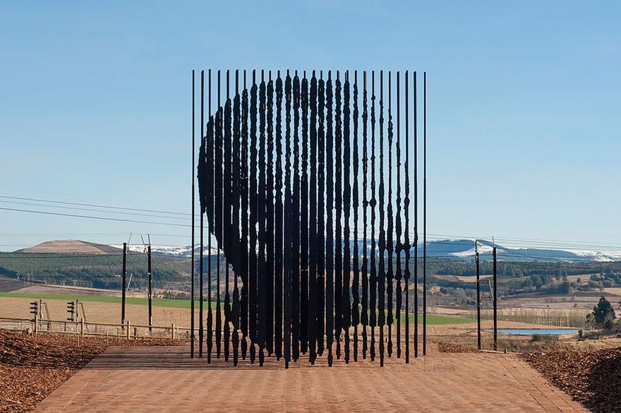 Скульптурная композиция в Африке