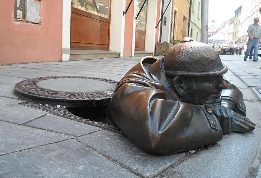 Скульптурная композиция в Польше