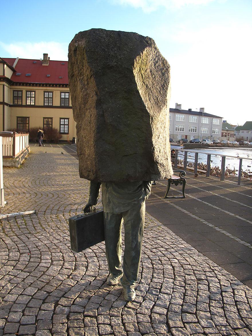 Скульптурная композиция в Исландии