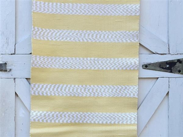Верёвочный коврик в полоску песочного цвета