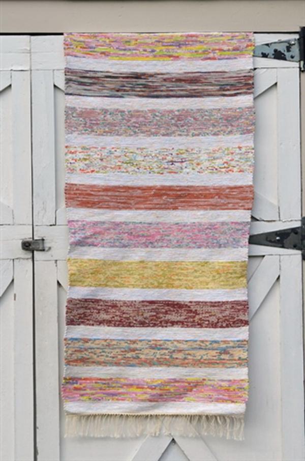 Верёвочный коврик в полоску тёплых тонов