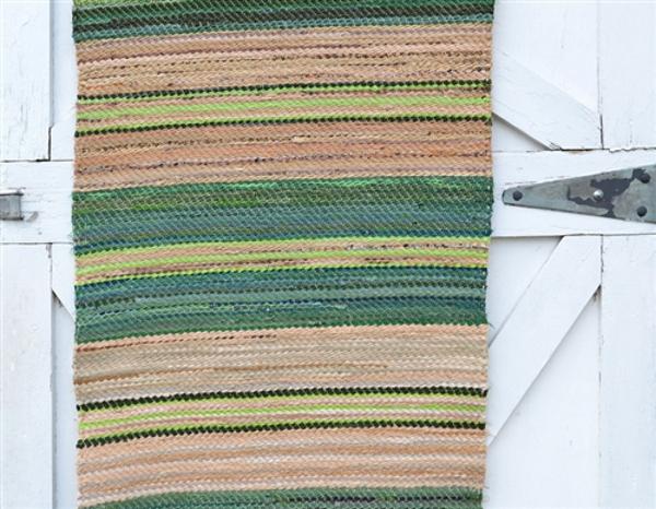Верёвочный коврик в зелёную полоску