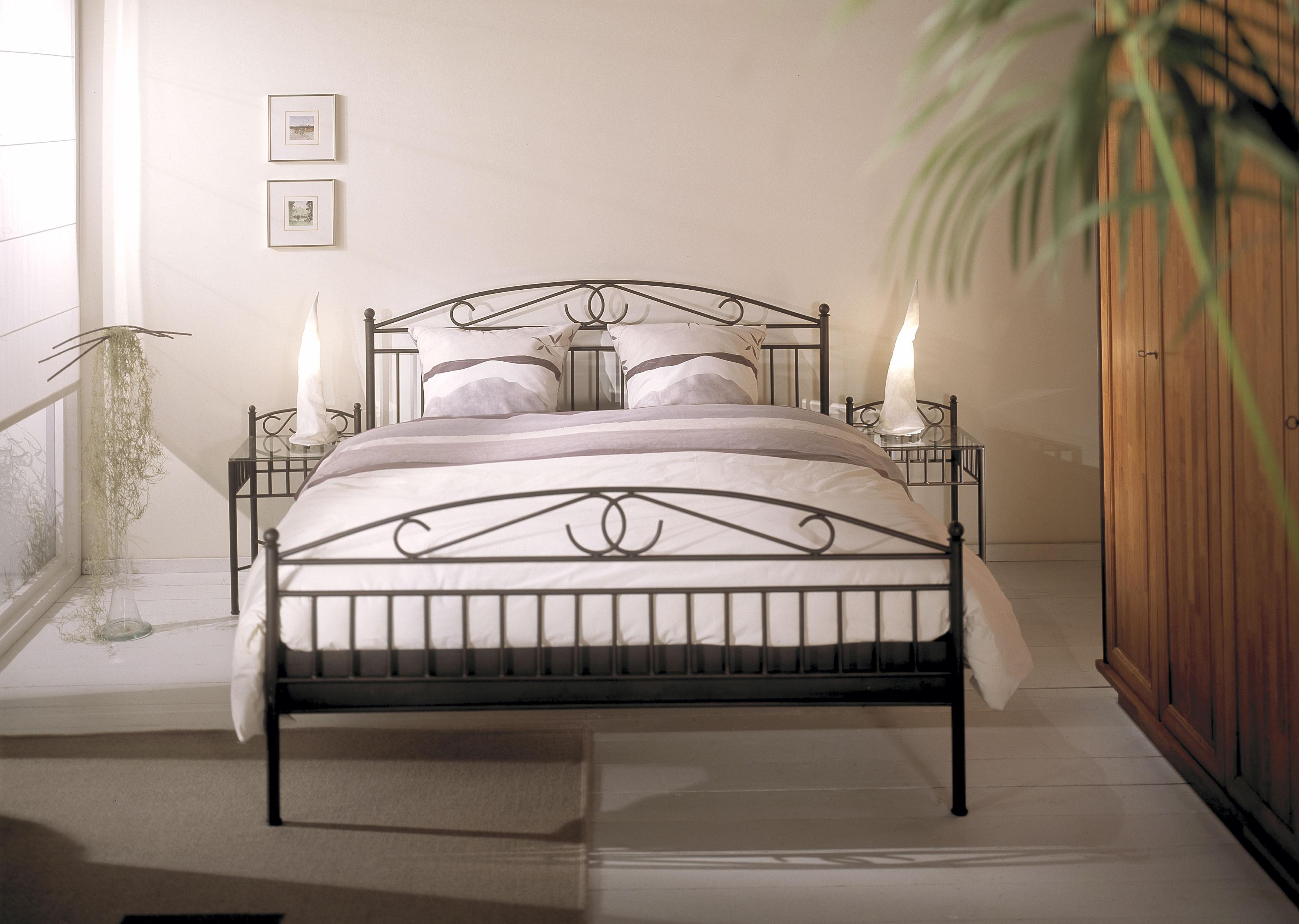 Металлические кровати фото в интерьере