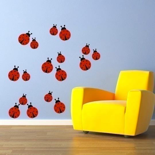 Яркий декор детской: декор на стене