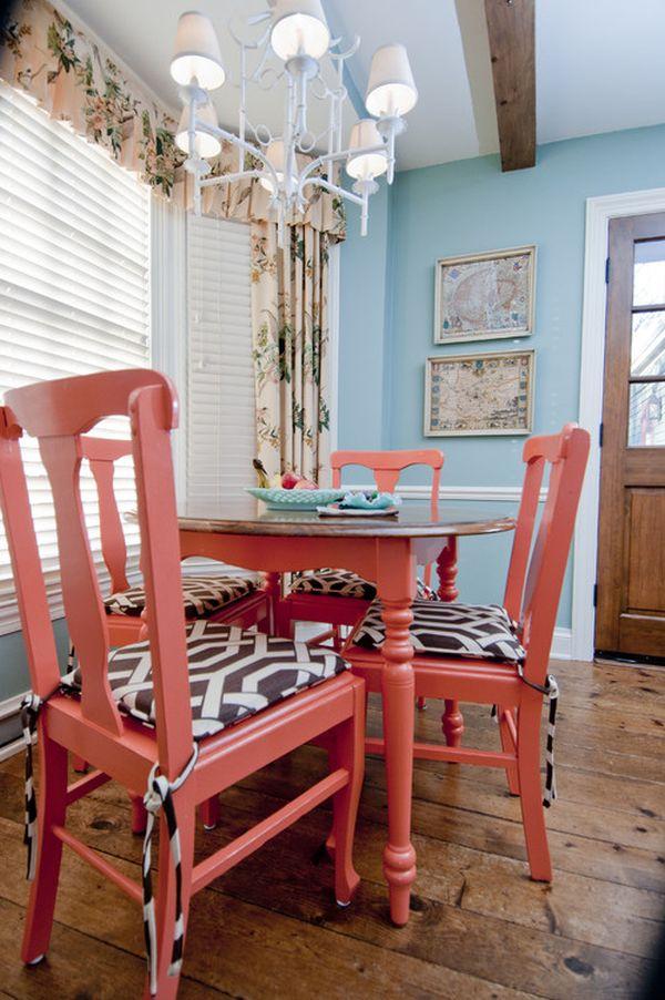 Коралловая покраска стульев
