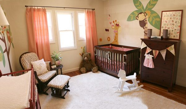 Коралловые шторы в интерьере детской комнаты