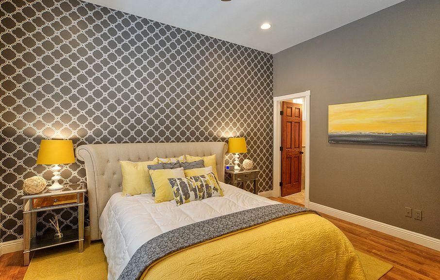 Желтые акценты в серой спальне