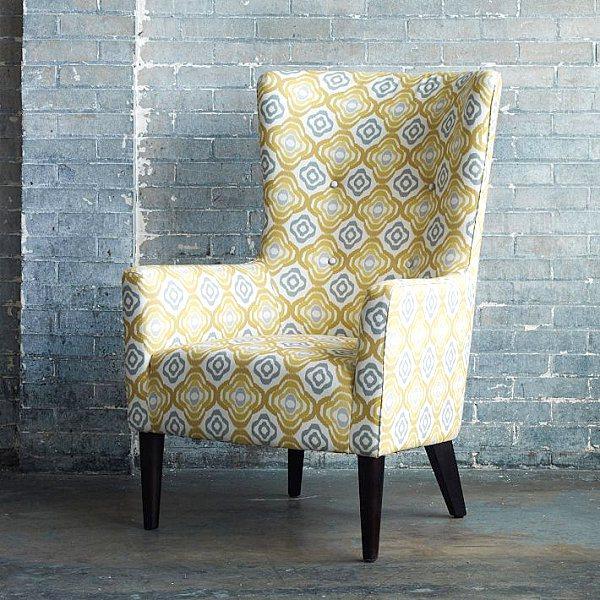 Серо-жёлтый узор на обивке кресла