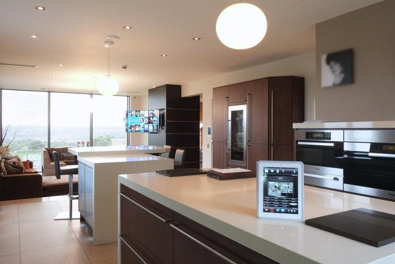Интерьер кухни: гаджет для управления системами в доме